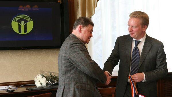 Борис Панкин награжден знаком Почетный автор РАО
