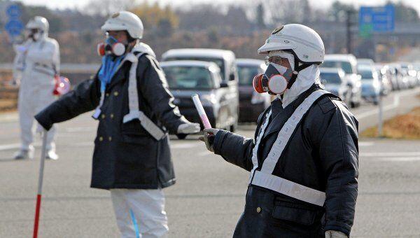 Полиция проводит эвакуацию населения вокруг АЭС Фукусима-1