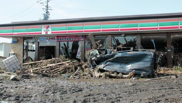 Последствия землетрясения и цунами в городе Сендай в 300 километрах от Токио в Японии.
