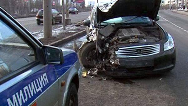 Infiniti M35 протаранил Chevrolet Lanos на Рублевском шоссе