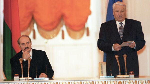 Александр Лукашенко и Борис Ельцин