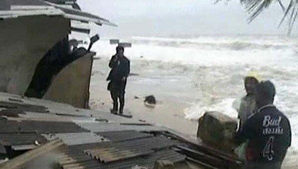 Мощное наводнение рушит дома и смывает мосты на юге Таиланда