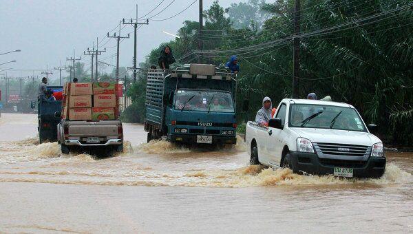 Последствия наводнения в провинции Сураттхани на юге Таиланда