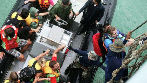 Эвакуация туристов с острова Ко Тао в Таиланде