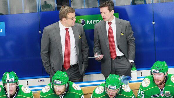 Тренер ХК Салават Юлаев Игорь Захаркин (слева). Архивное фото