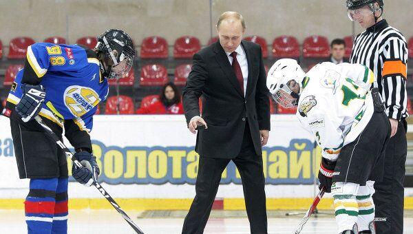 Премьер-министр РФ Владимир Путин на финальном матче детского хоккейного турнира Золотая шайба