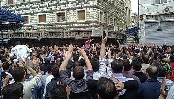 Протестующие в сирийском городе Хомс