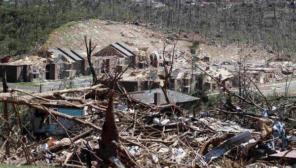 Последствия разрушительного торнадо в США