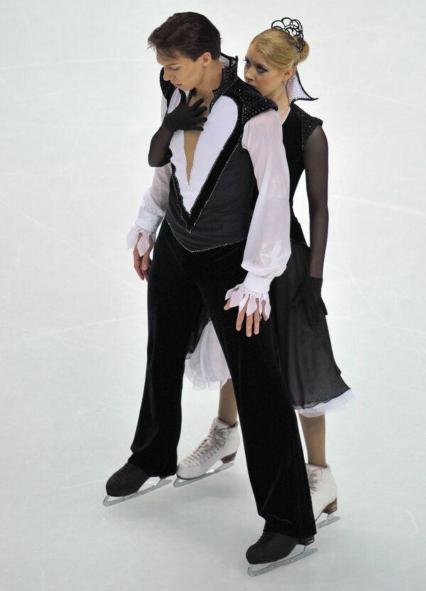 Екатерина Боброва (справа) и Дмитрий Соловьев