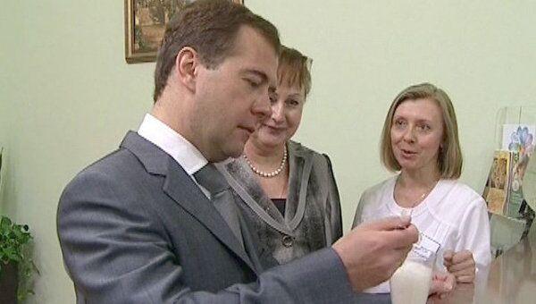 Медведев в детском санатории впервые попробовал кислородный коктейль