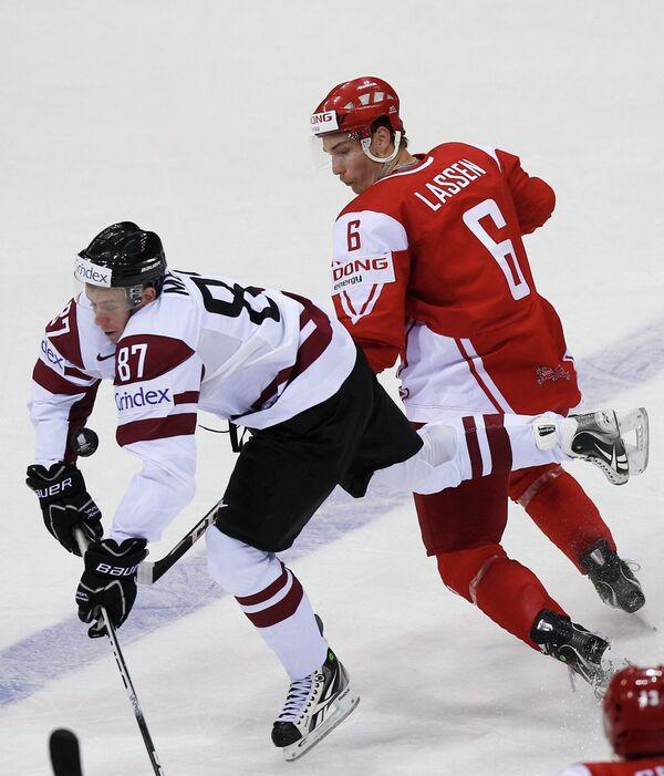 Игровой момент матча Латвия - Дания