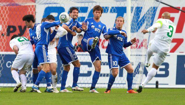Игровой момент матча Динамо - Анжи