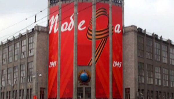 Более 18 тысяч флагов установили в Москве ко Дню Победы