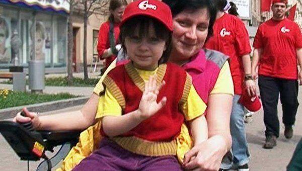 300 инвалидов-колясочников совершили пробег ко Дню Победы в Москве