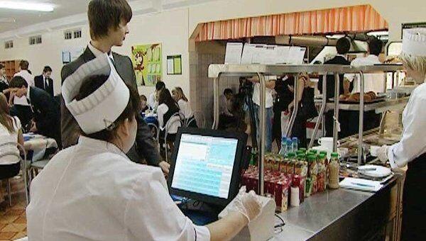 В школах Москвы вместо наличных денег введут пластиковые карточки