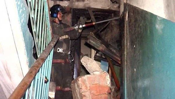 От взрыва газа в пятиэтажке Новосибирска рухнули межэтажные перекрытия