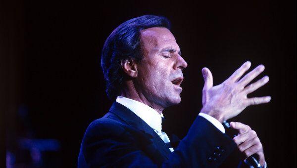 Испанский певец Хулио Иглесиас. Архив