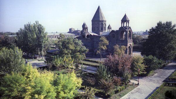 Эчмиадзинский кафедральный собор. Архивное фото