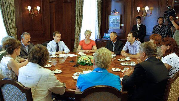 Дмитрий Медведев встречается с жителями села Ненашево Тульской области