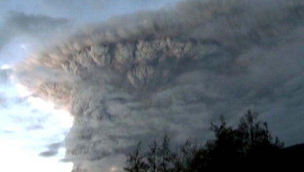 Извержение вулкана в Чили привело к эвакуации 3,5 тысяч человек