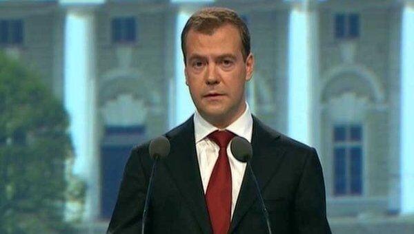 Медведев предложил подумать о расширении границ Москвы