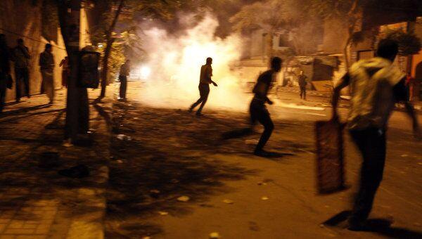 Столкновения молодежи с полицией в Каире