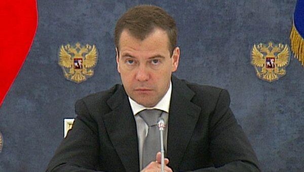 Медведев требует обеспечить эффективную децентрализацию полномочий властей