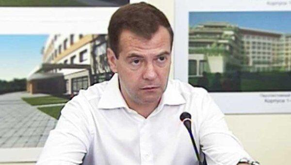 Медведев потребовал срочно передать городу земли Минобороны во Владивостоке