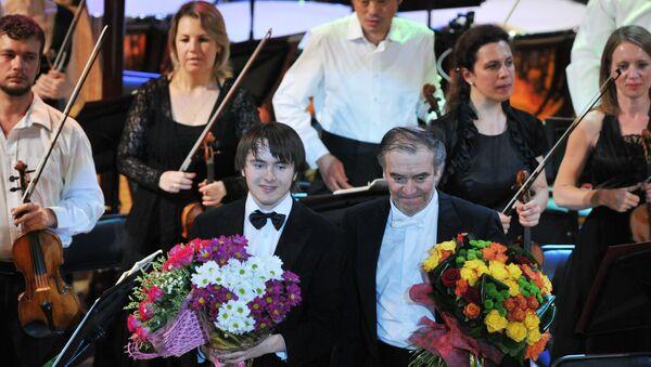 Пианист Даниил Трифонов и маэстро Валерий Гергиев. Архивное фото