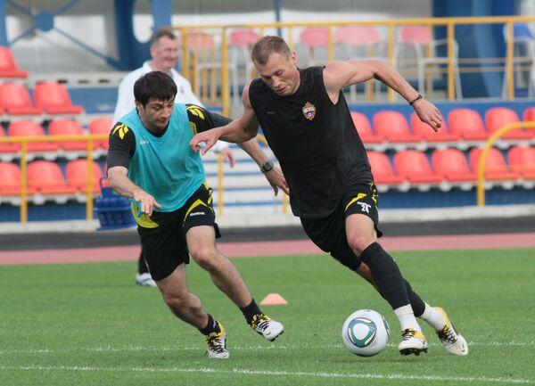 Алан Дзагоев и Василий Березуцкий (слева направо)