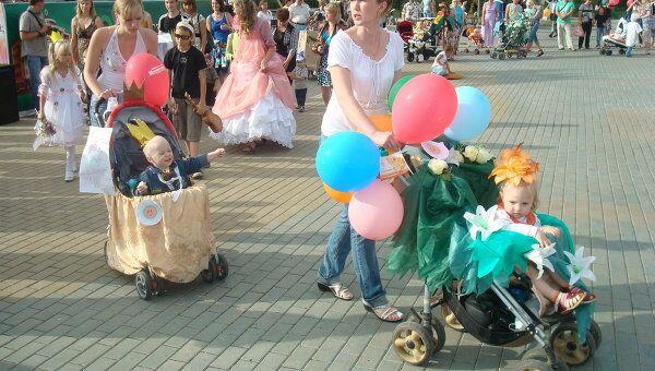 Парад колясок впервые прошел в Иваново в день семьи, любви и верности