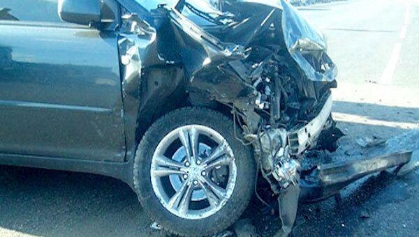 Четыре автомобиля выкинуло на тротуар после столкновения на юге Москвы