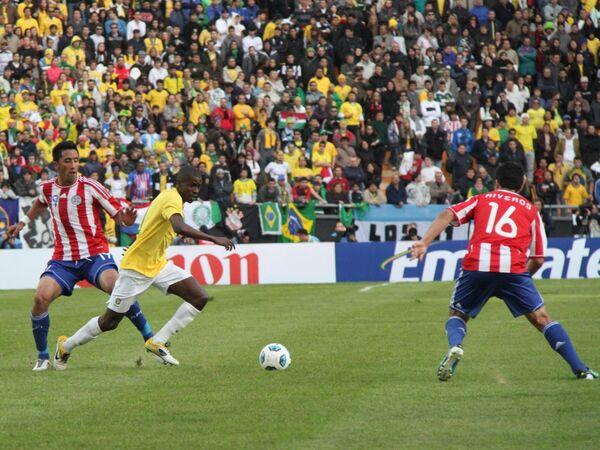 Игровой момент матча Бразилия - Парагвай