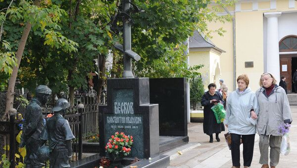 На Ваганьковском кладбище. Архив