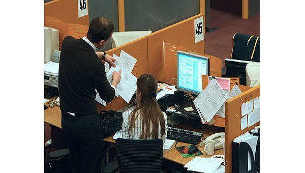Рынок акций РФ начнет торги пятницы ростом, прогнозируют аналитики