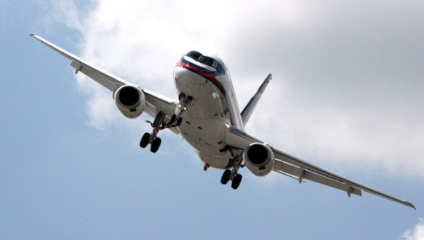 Самолет Sukhoi Superjet 100 на 48-м Международном авиакосмическом салоне в Ле Бурже.