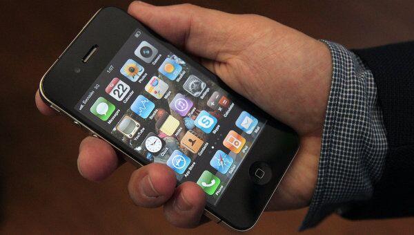 Начало продаж нового мобильного телефона iPhone 4G в Москве. Архив