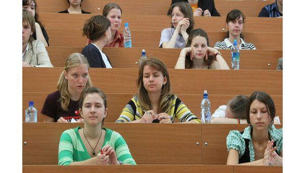Студенты в аудитории. Архив