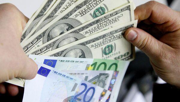 Доллар на ММВБ опустился ниже 35 рублей, евро - ниже 45 рублей