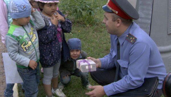 Полиция учит малышей в детсадах не брать в руки подозрительные коробки