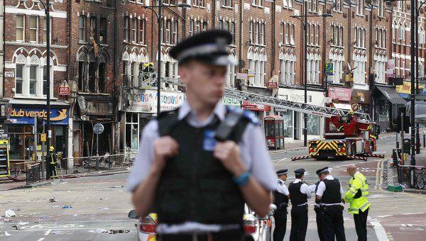 Полиция Великобритании на улицах Лондона после погромов