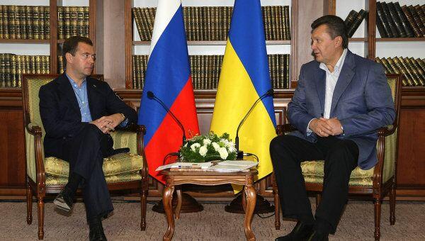 Президенты РФ и Украины Д.Медведев и В.Янукович на совещании в Сумской области