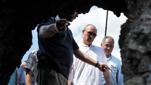 Посещение В.Путиным археологических раскопок древней Фанагории на Таманском полуострове