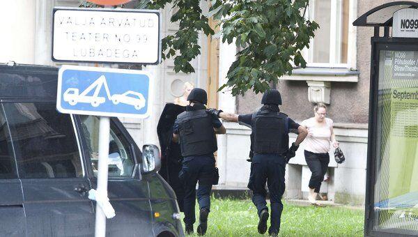 Полиция у здания минобороны Эстонии, где была стрельба