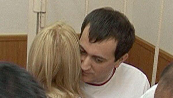 Отпущенный под домашний арест Урумов первым делом обнял жену