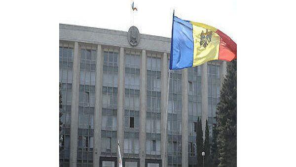 Парламент Республики Молдова на площади Великого национального собрания. Архив
