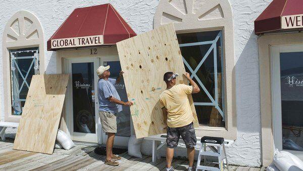 Жители США готовятся к приближению урагана Айрин