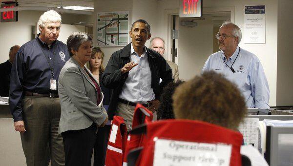 Президент США Барак Обама говорит об урагане Айрин во время визита в Национальный Координационный Центр Реагирования