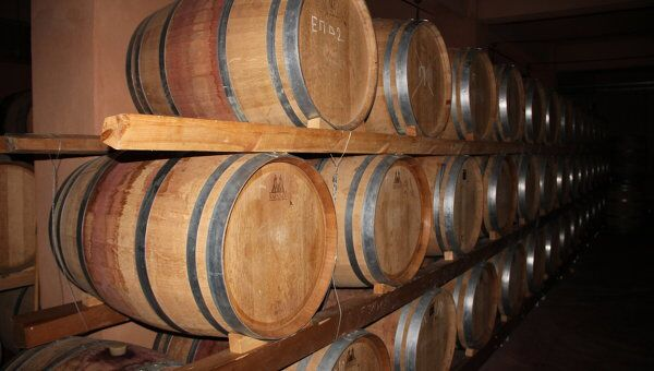 Бочки с вином. Архивное фото