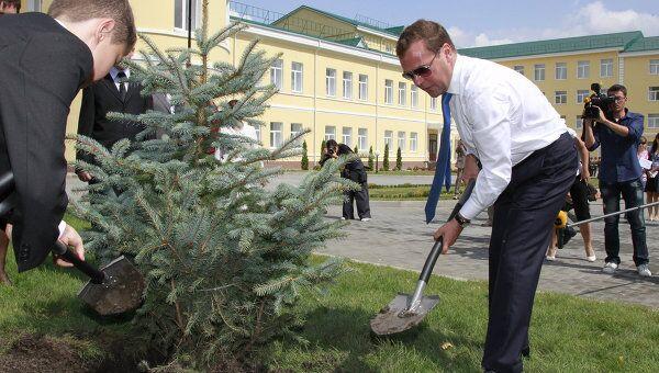 Президент РФ Д.Медведев посетил в день открытия Ставропольское президентское кадетское училище